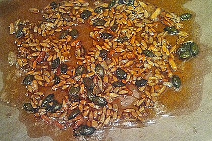 Carpaccio von Roter Bete mit Feldsalat, Birnen und Kürbiskernkrokant 44