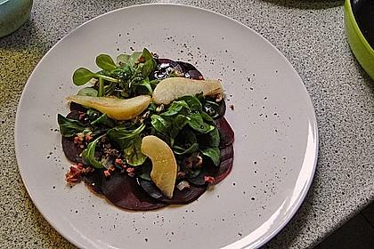Carpaccio von Roter Bete mit Feldsalat, Birnen und Kürbiskernkrokant 20