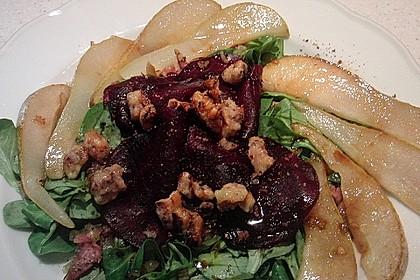 Carpaccio von Roter Bete mit Feldsalat, Birnen und Kürbiskernkrokant 41