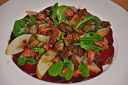 Carpaccio von Roter Bete mit Feldsalat, Birnen und Kürbiskernkrokant 31