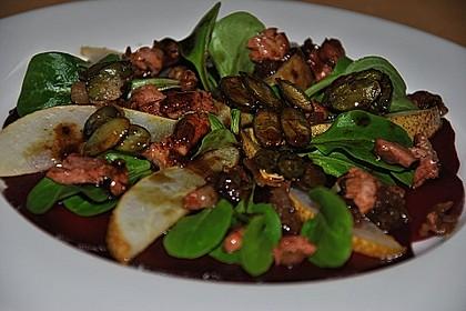 Carpaccio von Roter Bete mit Feldsalat, Birnen und Kürbiskernkrokant 15
