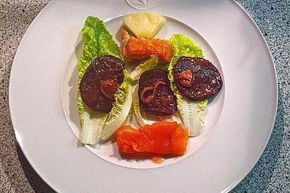 Carpaccio von Roter Bete mit Feldsalat, Birnen und Kürbiskernkrokant 39
