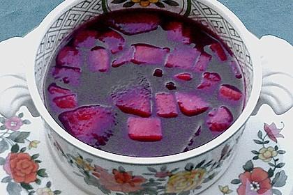 Moderne Fliederbeersuppe