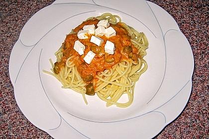 Tomatensoße mit Oliven und Schafskäse
