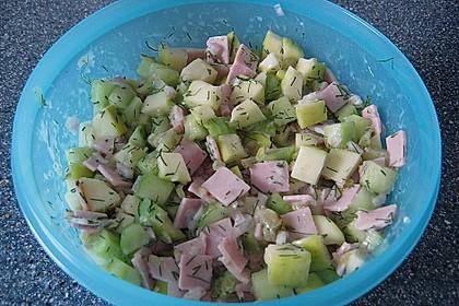 Gurkensalat mit Apfel (Bild)