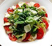 Tomatensalat à la Caprese (Bild)