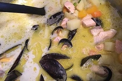 Schnelle Gemüsesuppe mit Kokosmilch und Lachswürfeln 20