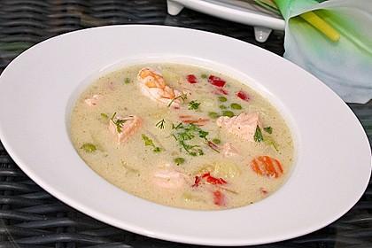 Schnelle Gemüsesuppe mit Kokosmilch und Lachswürfeln 2