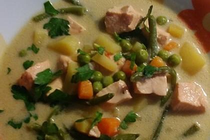 Schnelle Gemüsesuppe mit Kokosmilch und Lachswürfeln 17