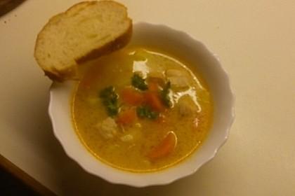 Schnelle Gemüsesuppe mit Kokosmilch und Lachswürfeln 22