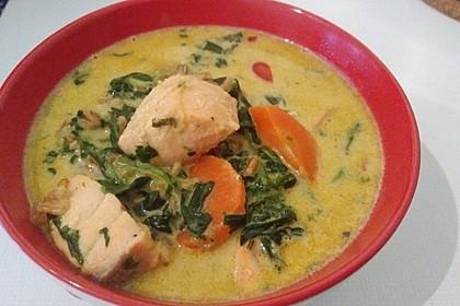 Schnelle Gemüsesuppe mit Kokosmilch und Lachswürfeln 13