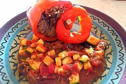 Gefüllte Paprika mit Hackfleisch, Feta und Zucchini 42