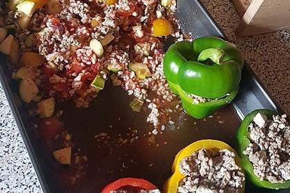 Gefüllte Paprika mit Hackfleisch, Feta und Zucchini 28