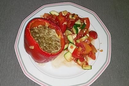Gefüllte Paprika mit Hackfleisch, Feta und Zucchini 33