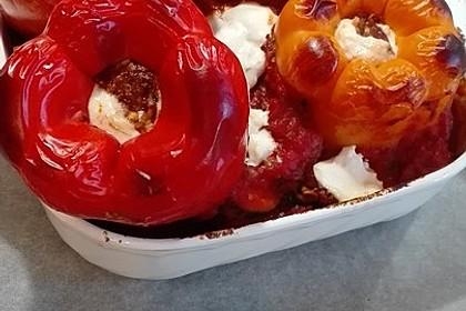 Gefüllte Paprika mit Hackfleisch, Feta und Zucchini 31
