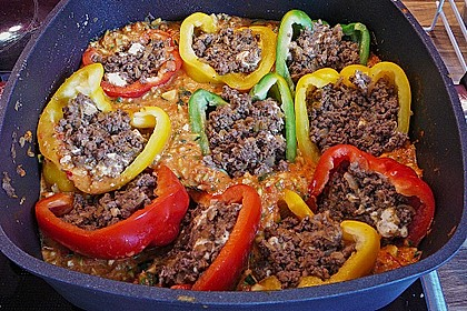Gefüllte Paprika mit Hackfleisch, Feta und Zucchini 21
