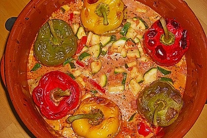 Gefüllte Paprika mit Hackfleisch, Feta und Zucchini 13