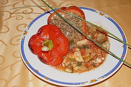 Gefüllte Paprika mit Hackfleisch, Feta und Zucchini 22