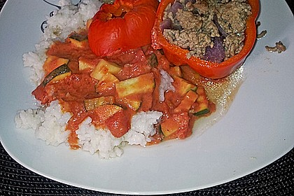 Gefüllte Paprika mit Hackfleisch, Feta und Zucchini 38