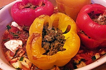 Gefüllte Paprika mit Hackfleisch, Feta und Zucchini 35