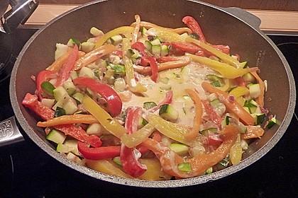 Paprika - Zucchinigemüse mit Speck und Schmand