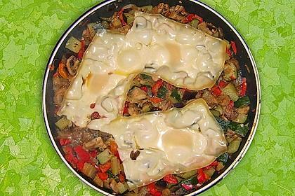 Gemüsepfanne mit Eiern und Käse 22