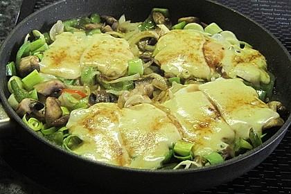 Gemüsepfanne mit Eiern und Käse 5