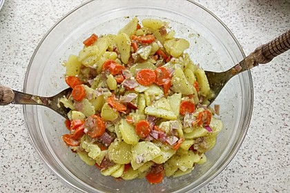 Sommerlicher Kartoffelsalat (Bild)
