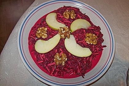 Rote Bete Salat mit Apfel und Walnuss