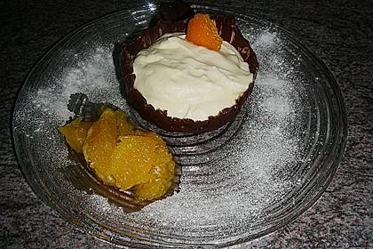 Orangencreme in Schokoladenschalen