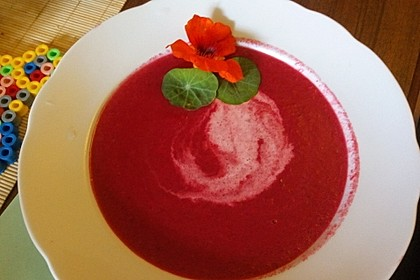 Rote Bete Suppe mit Meerrettich (Bild)