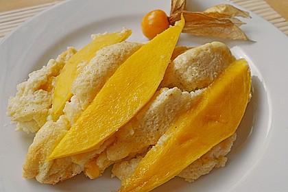 Lockerer Quarkauflauf mit Mango