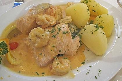 Petersilienkartoffeln mit Lachs - Krabben - Sauce