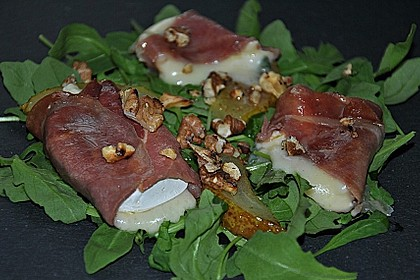 Käse - Saltimbocca auf Rucola und Birnen mit Walnussdressing 4