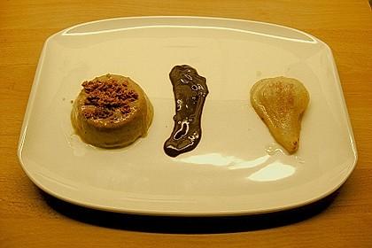 Amarettopudding mit Schokoladensauce und gratinierten Birnen