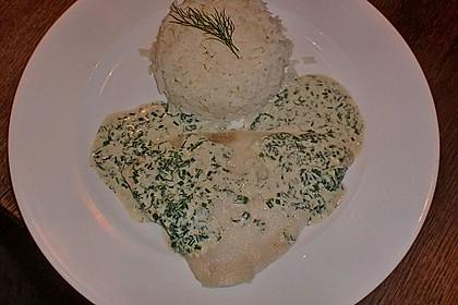 Pochierte Seezunge an einer Weißweinsauce mit frischen Kräutern