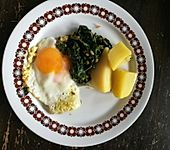 Spinat, Spiegelei und Salzkartoffeln (Bild)