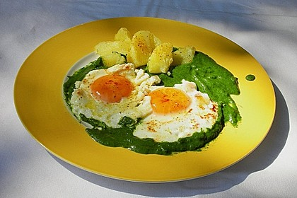 Spinat, Spiegelei und Salzkartoffeln 15