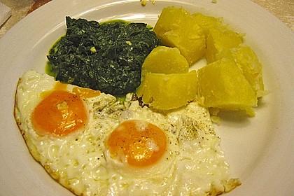 Spinat, Spiegelei und Salzkartoffeln 32