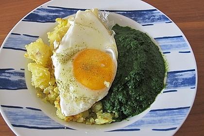 Spinat, Spiegelei und Salzkartoffeln 23