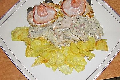 Schweinerückenmuscheln mit Champignonsauce und Kartoffelchips