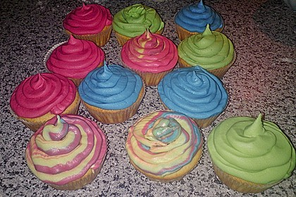 Vanilla Cupcakes 25
