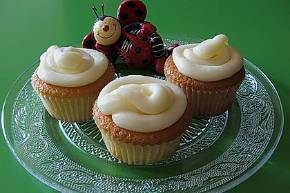 Vanilla Cupcakes 36