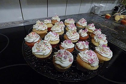 Vanilla Cupcakes 30