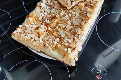 Feiner Apfelkuchen, mit Quarkrührteig und Mandelblättchen (Bild)