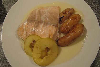 Pochiertes Lachsfilet mit Apfel und Topinambursauce 1