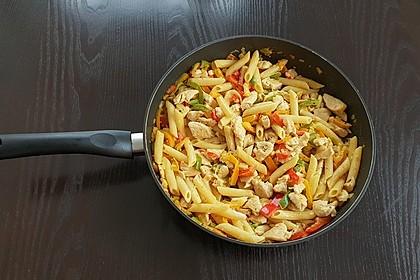 Hähnchen - Nudel - Pfanne mit Paprika 1