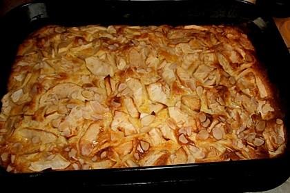 Versunkener Apfelkuchen mit Guss (Bild)