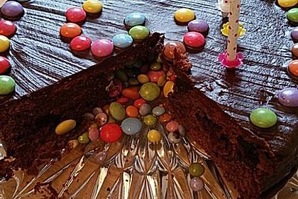 Schokoladigster Schokoladenkuchen mit extra großen Schokoladenstückchen