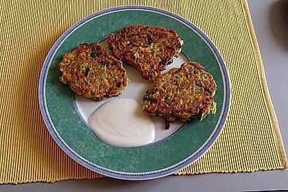 Zucchini - Küchlein mit Joghurtdip 8